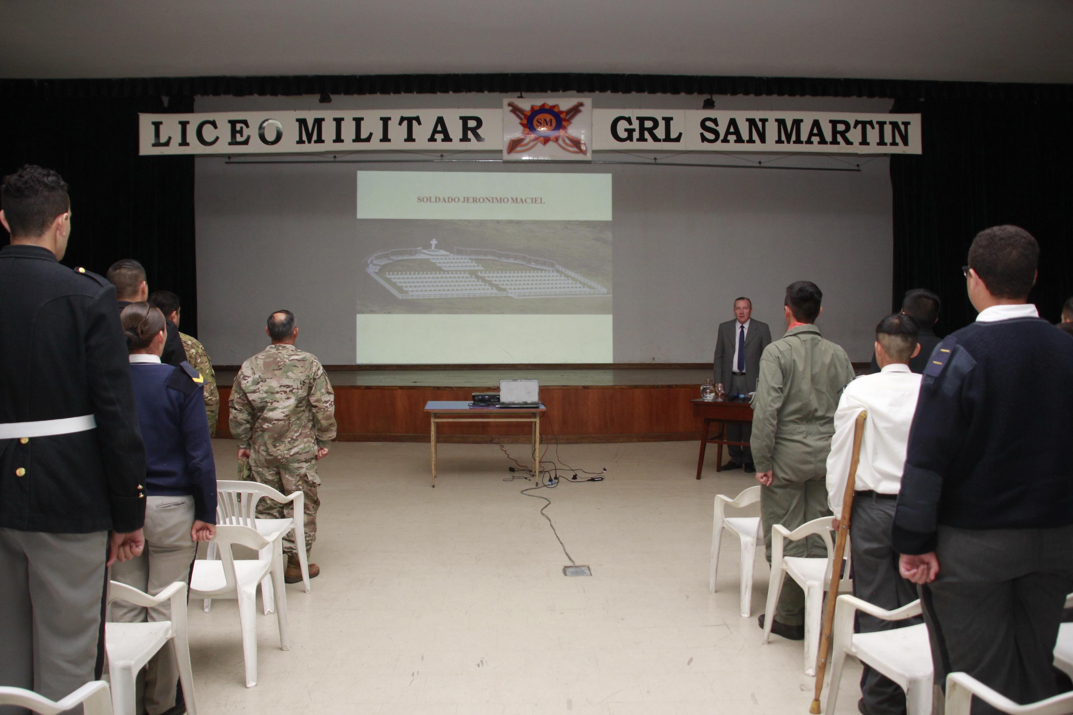 Exposición sobre Malvinas de los cadetes del Liceo Militar Grl San Martín